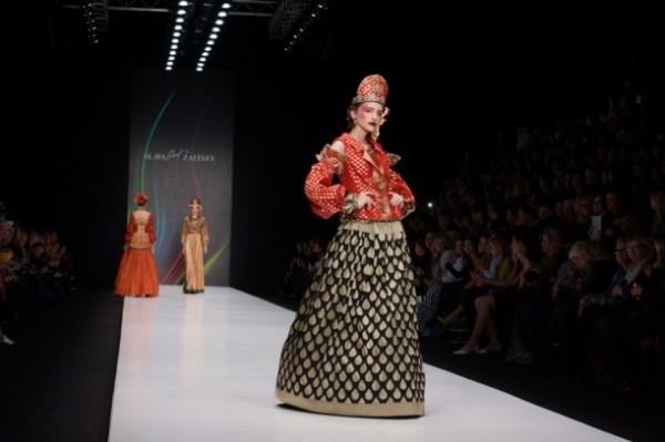 золотое шитье, кокошники, красные сарафаны