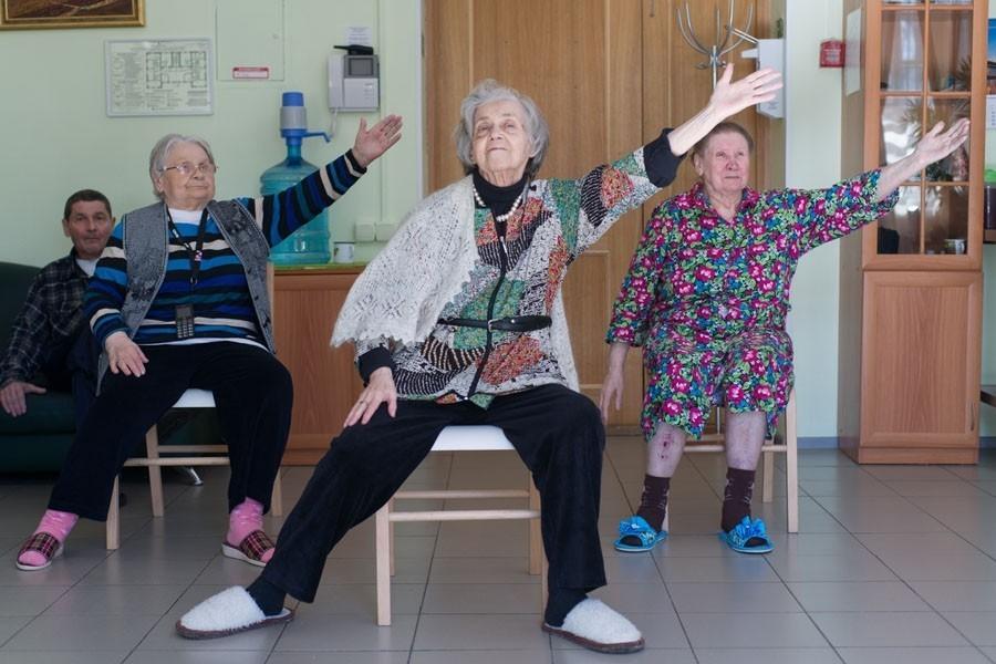 в доме престарелых