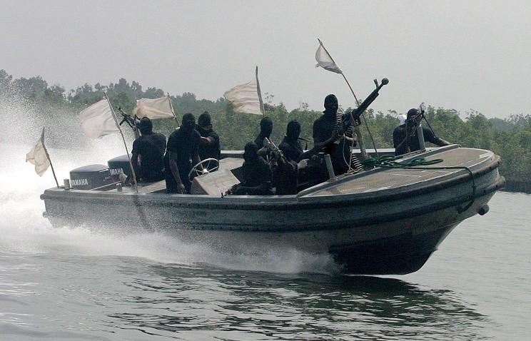захвачено судно с моряками