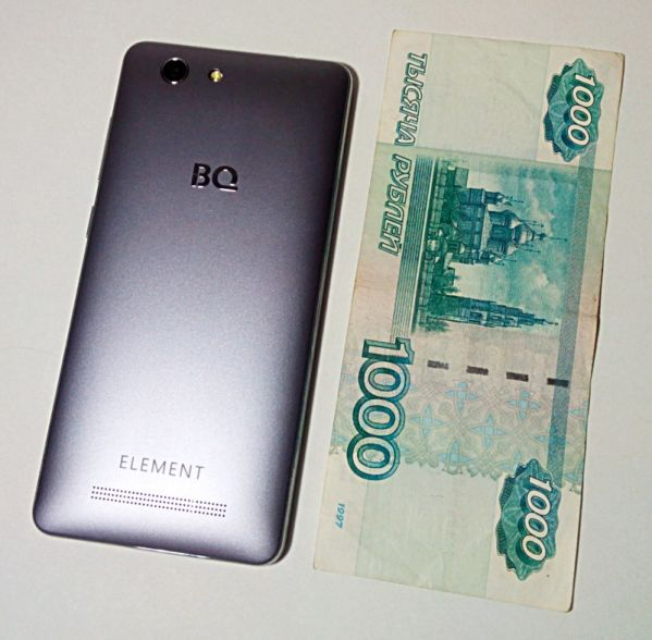 смартфоном BQ Element