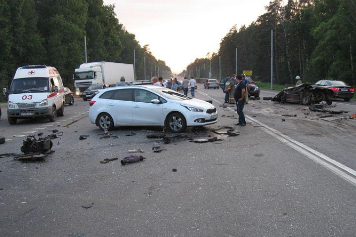 Москвич протаранил Volvo