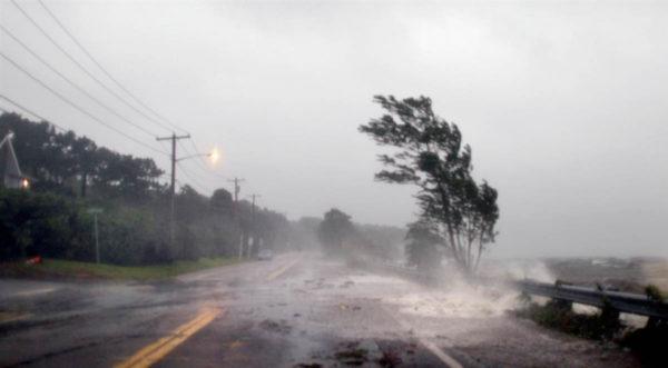 надвигается мощный ураган
